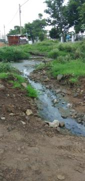 महालक्ष्मी नगर में ड्रेनेज का गंदा पानी सड़कों पर