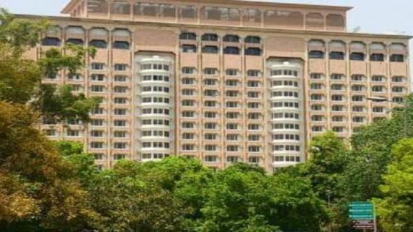 टाटा ने फिर ली फाइव स्टार होटल